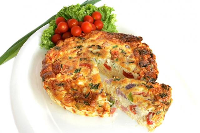 Фриттата - сытное итальянское блюдо.