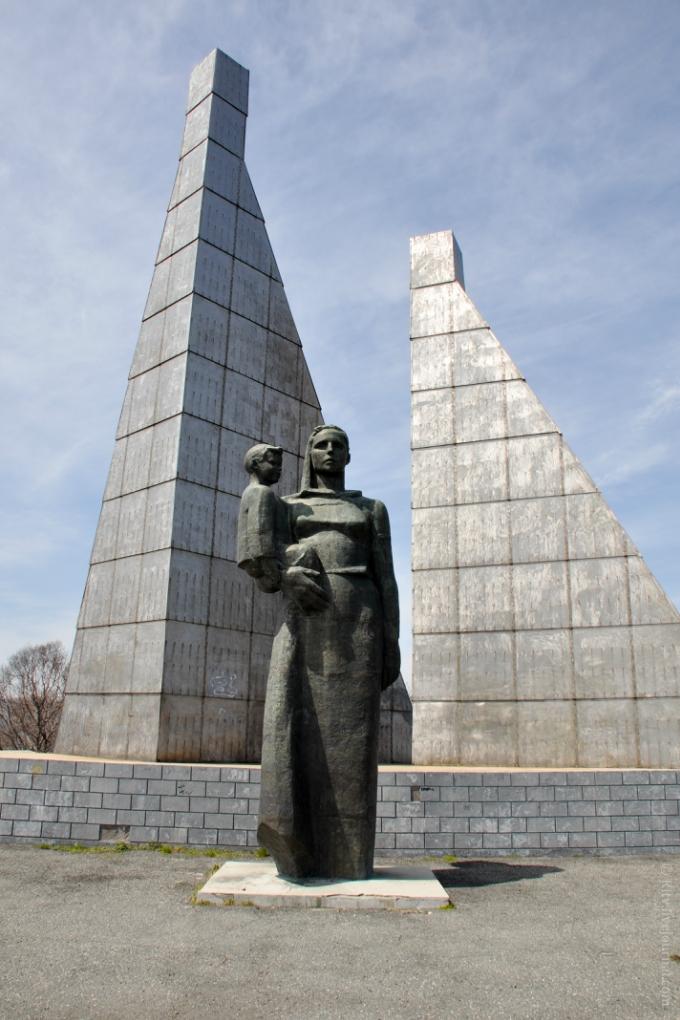 Монумент «Скорбящая мать» стоит на самый высокой точке Находки.
