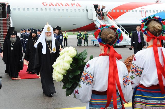 Встреча Святейшего Патриарха Московского и всея Руси Кирилла в аэропорту Киева.