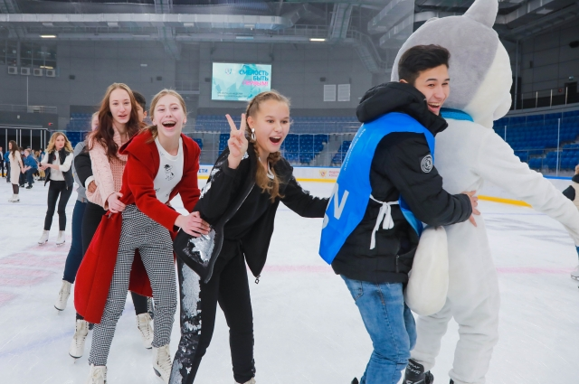 Для юных спортсменов Ягудин провёл мастер-класс на катке «Кристалл Арены».