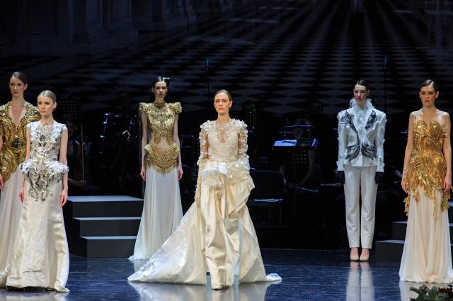 В город на Неве привезли платья из коллекции «Вива Испания» и «Золото скифов».