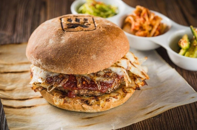 Гриль-бургер из говядины с соусом бульгоги