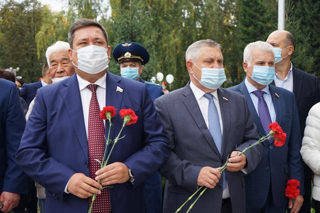 Открытие памятника в Горно-Алтайске