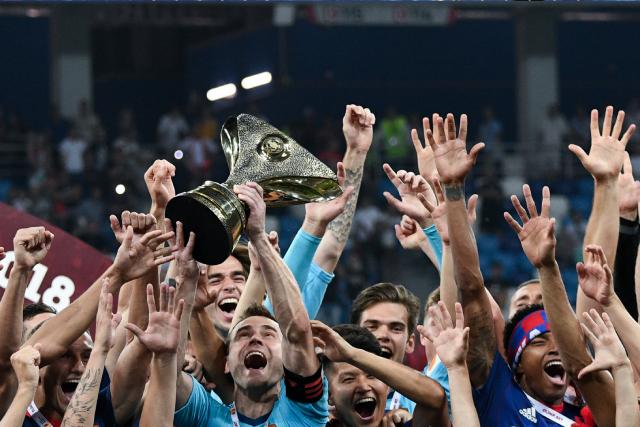 Игроки ЦСКА на церемонии награждения после матча за Суперкубок России по футболу между ФК