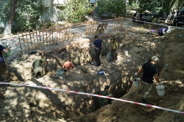 Могила находилась прямо во дворе одного из жилых домов на улице Репина