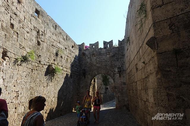 Туристы в старом городе Родоса.