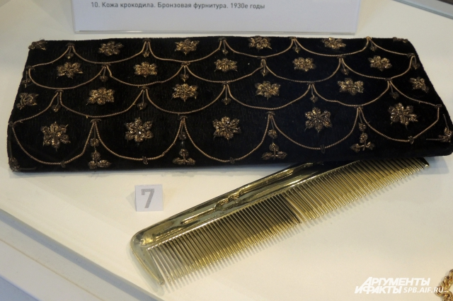 Анастасия собрала сумочки XIX и XX столетий.