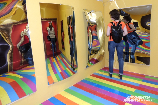 Самое популярное кривое зеркало - зеркало стройности.