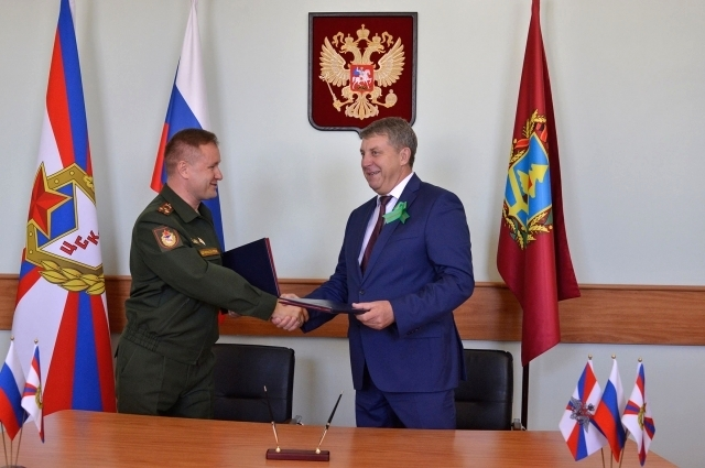Соглашение скрепили своими подписями Александр Богомаз и Михаил Барышев.