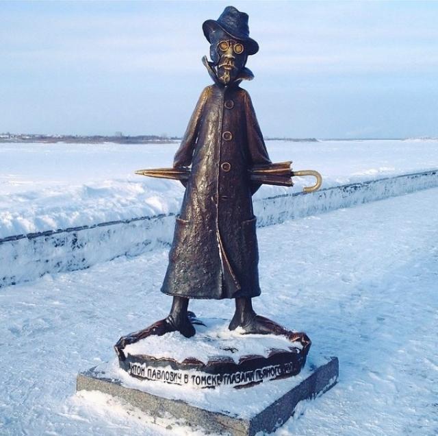 Жители города с юмором увековечили память великого писателя.