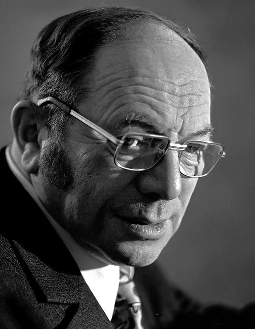 В 1975 году стал лауреатом Нобелевской премии по экономике.