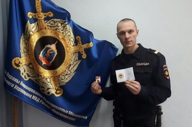 Илья Антошин получил золотой значок ГТО, занимается борьбой, боксом и бодибилдингом.