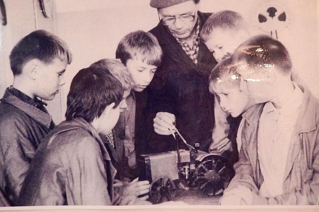Николай Петрович вместе с учениками
