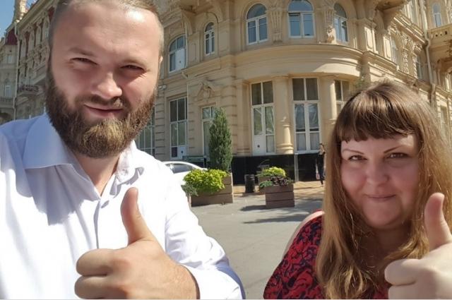 Председатель благотворительного фонда Александр Георге и координатор проекта «Кризисная квартира для женщин с детьми и беременных» Валерия Елизарова.