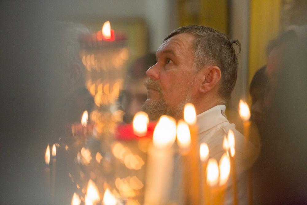 С огнём свечей зажигались новые надежды.