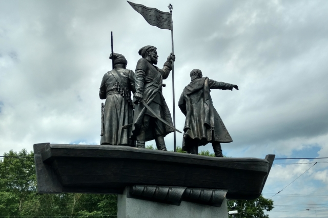 Во время создания эскиза памятника скульптор неоднократно консультировался с историками и краеведами.