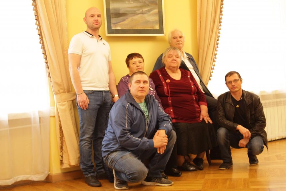 Манаков Дмитрий, Манаков Александр, Антипина Галина, Манакова Вера, Манаков Михаил, Антипин Александр (слева направо).