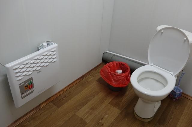 На ремонт туалета тоже деньги собирали всем районом.