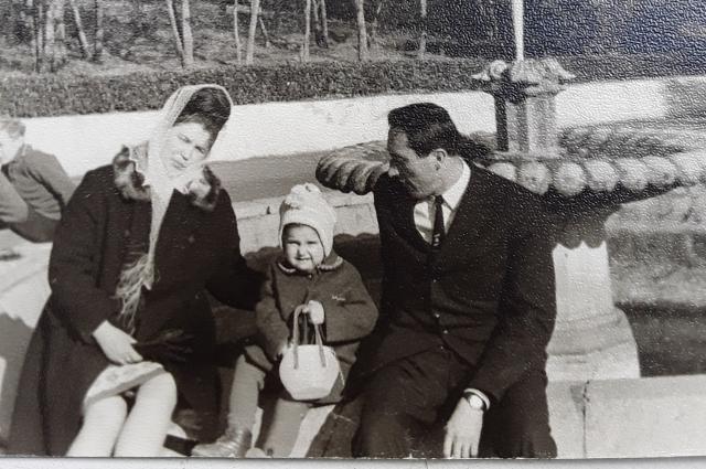 С первой супругой и маленькой дочкой