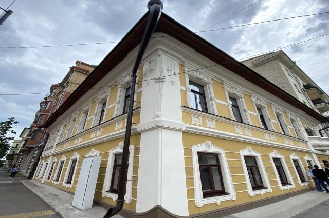 Комната, в которой жил писатель, располагается на первом этаже.