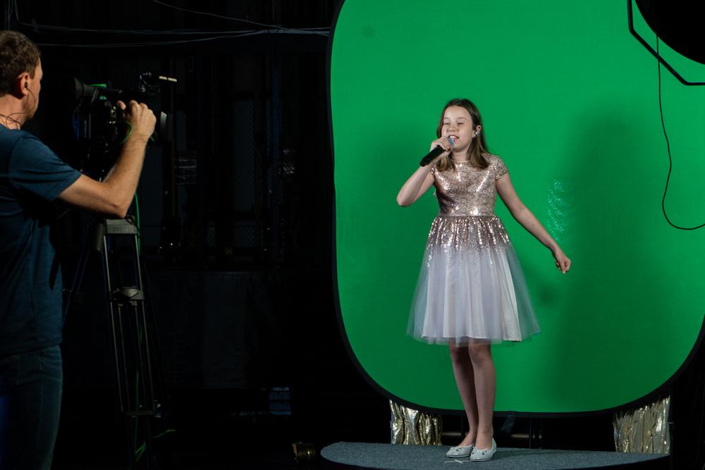 Юная певица Алиса Савченкова погрузилась в пучину океана.