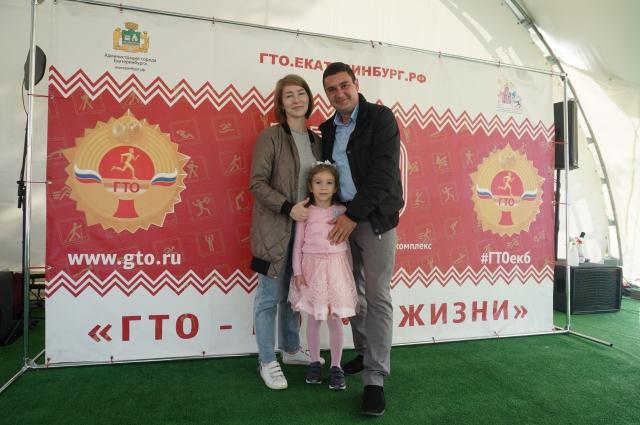 Фото. Семья Кулебякиных заслужила золотые значки ГТО.