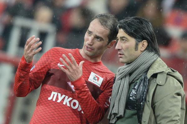Игрок Спартака Роман Широков (слева) и главный тренер Спартака Мурат Якин