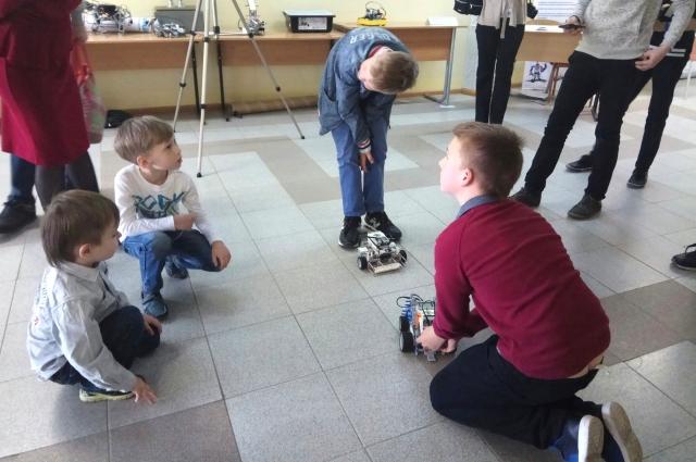 Юный брянцы соревновались в робототехнике.