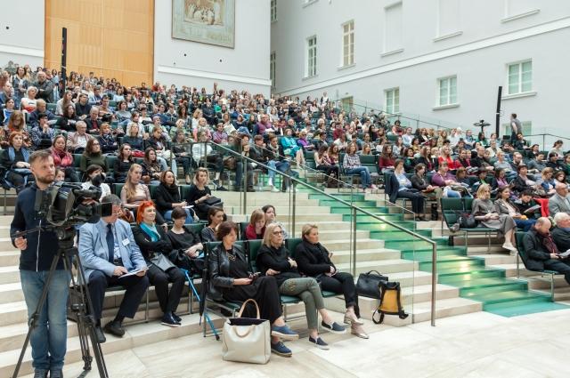 В Главном штабе проводятся дискуссии и лекции.
