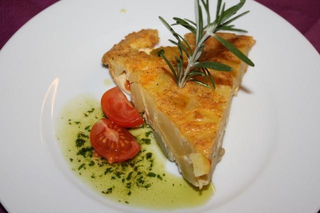 Существует легенда, что впервые картофельную тортилью приготовила в XIX веке наваррская крестьянка.
