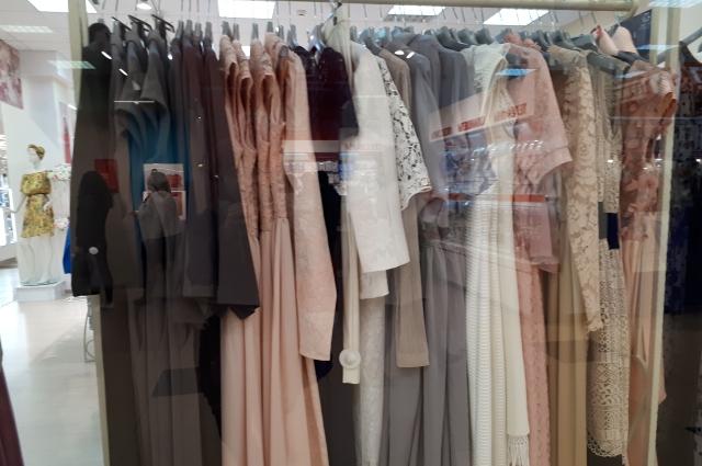 Взять всего и побольше - часто этим руководствуются женщины, у которых мало одежды.