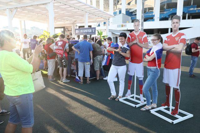 Фан-зона перед матчем у стадиона «Нижний Новгород».