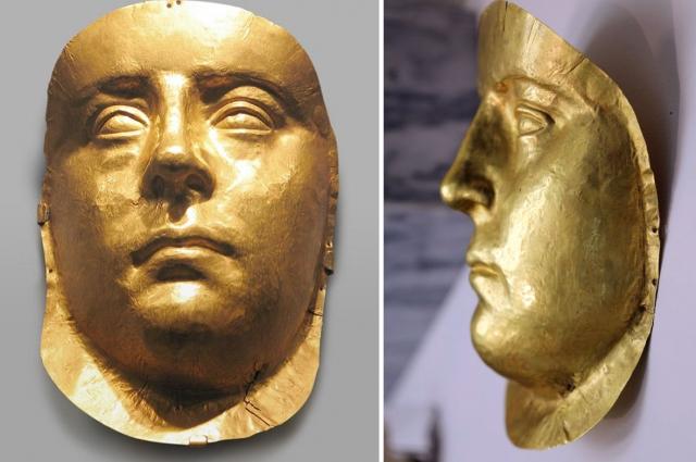 Маску отличают реалистичная манера исполнения и анатомически правильное построение лица. Это исключительный пример античной золотой маски с портретными чертами.