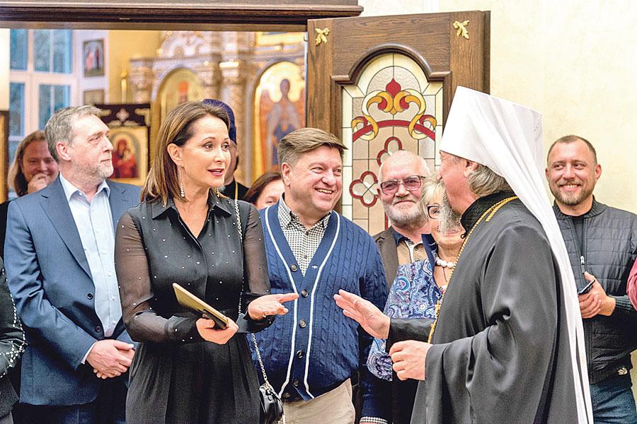 Владыка Иоанн приветствовал почётных гостей – Никиту Высоцкого и Ольгу Кабо.