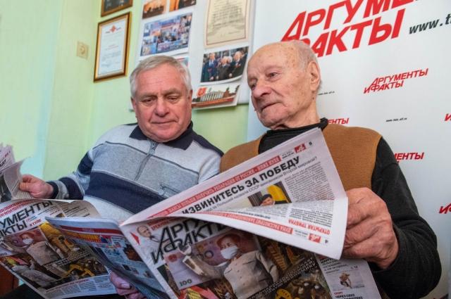 Владимир Владимирович Старцев (справа).