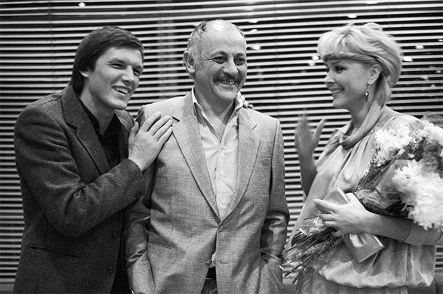 Слева направо: артист Александр Галибин, режиссер Самвел Гаспаров и актриса Татьяна Лебедева после премьеры советско-вьетнамского фильма «Координаты смерти». 1986 год.