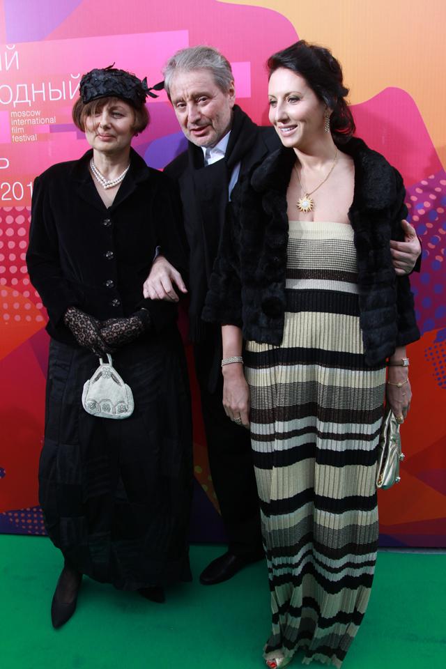 Вениамин Смехов с супругой Галиной Аксеновой (слева) и дочерью Аликой.