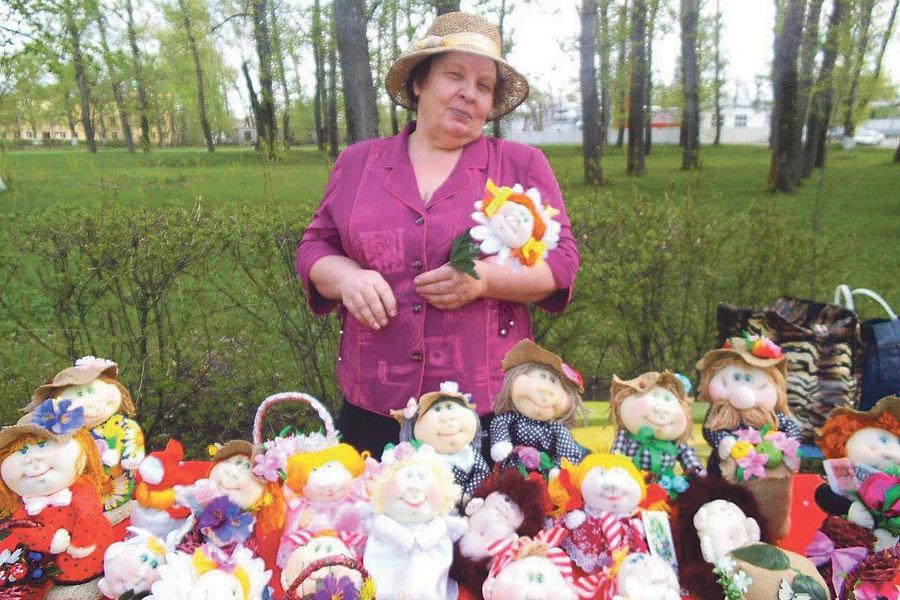 Кукол делать Надежда Ивановна научилась, когда вышла на пенсию.