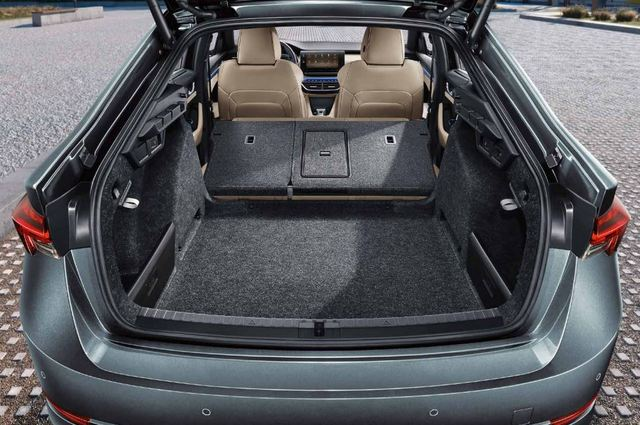 Объем багажника - 578 л