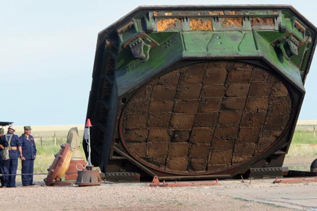 Подъём крышки пусковой установки ракеты Сатана . Оренбургская Краснознамённая ракетная дивизия РВСН