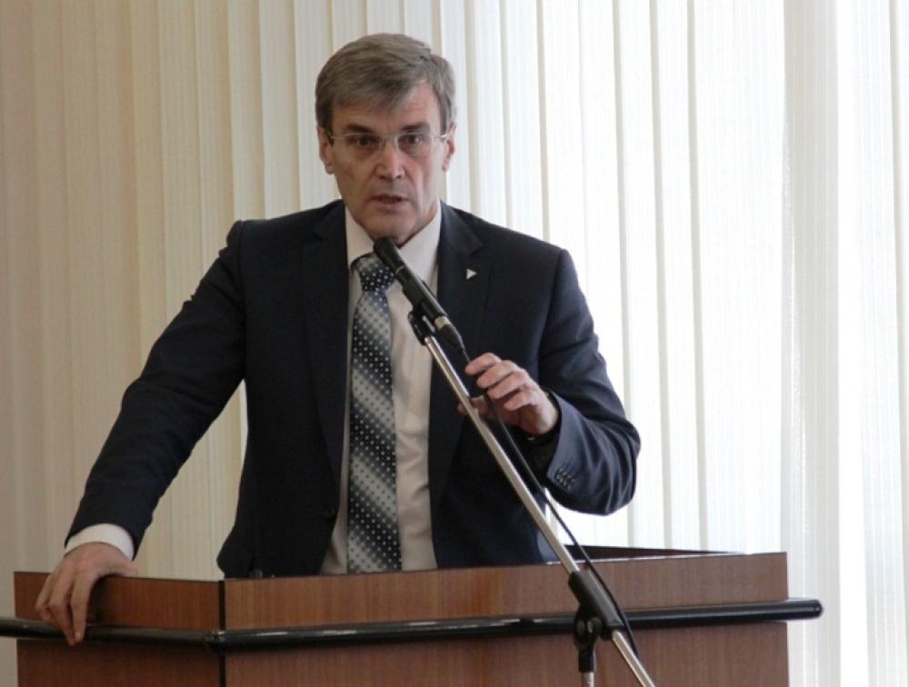 Вице–президент РМК Юрий Король политкорректно назвал круглый стол полезным и конструктивным.