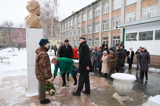 Василий Лановой посетил барнаульскую школу