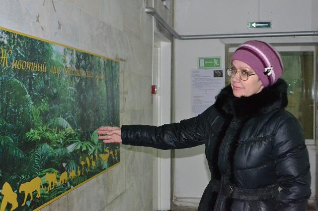 Ольга Гвоздева знакомит корреспондента «АиФ-Пенза» с новой экспозицией.