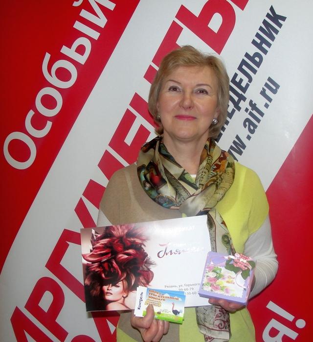 Чернышова Надежда получает поздравительную коробочку «Для тебя» от мастера Елены из творческой мастерской lenka.make.