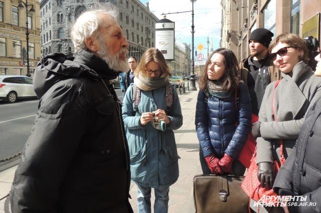 Сейчас бывший бездомный - популярный экскурсовод.