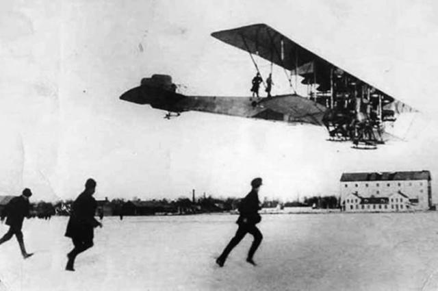 Впервые в воздух поднялся такой большой самолёт.