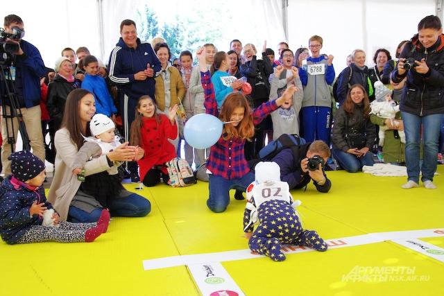 Для малышей организаторы подготовили Чемпионат ползунков.