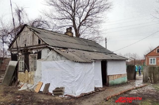 Дом Люсине Исаевой сделан из самана, представляющего собой смесь глинистого грунта и соломы.