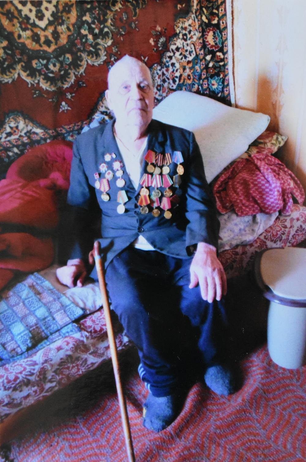 Степан Двужилов, награждённый орденами Отечественной войны первой и второй степени, медалями за храбрость, стойкость и мужество, не теряет надежды, что последняя битва за комфортные условия проживания завершится победой.
