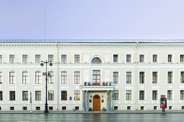 Малевич был директором Музея художественной культуры в Доме Мятлевых.